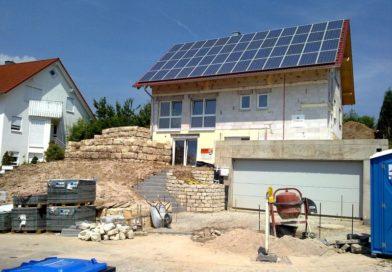 Jako za socialismu? Stále více Čechů staví bydlení svépomocí